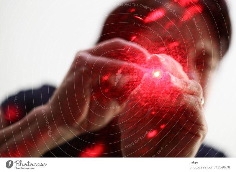 Röntgenblick Laser Technik & Technologie Wissenschaften Leben 1 Mensch Laserpointer Streulicht Lichteffekt Lichtstrahl leuchten bedrohlich rot gefährlich