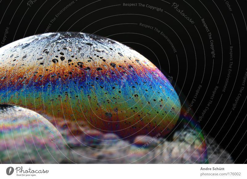 Planet Soap I Farbfoto Studioaufnahme Nahaufnahme Detailaufnahme Menschenleer Textfreiraum rechts Textfreiraum oben Froschperspektive Wasser Duft Flüssigkeit