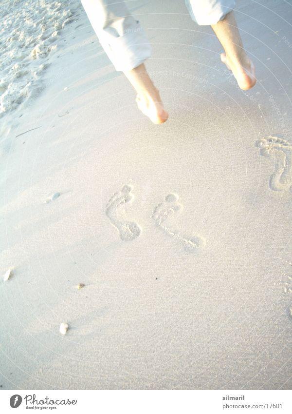 Strandserie V Mann Wasser Ferien & Urlaub & Reisen Sonne Meer Sommer Freude Einsamkeit ruhig Erholung kalt Wärme Religion & Glaube Sand springen
