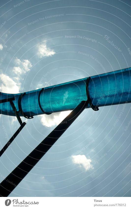 Wasserrutsche Himmel blau Wasser Ferien & Urlaub & Reisen Sommer Freude Leben Spielen hoch nass frisch Fröhlichkeit Sommerurlaub Pipeline Saison abstützen