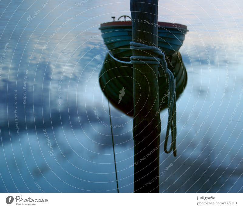 Hafen Farbfoto Außenaufnahme Abend Dämmerung Ferien & Urlaub & Reisen Umwelt Natur Wasser Himmel Wolken Küste Ostsee See Fischerboot Ruderboot Seil kalt blau