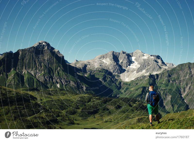 Bergbauernbuam Mensch Jugendliche Sommer Sonne Junger Mann Erholung ruhig Ferne Berge u. Gebirge Erwachsene Leben Glück Freiheit Tourismus maskulin Zufriedenheit