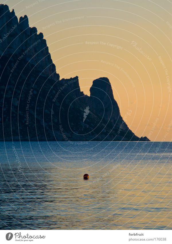crop of a magical island Farbfoto Abend Dämmerung Licht Schatten Kontrast Reflexion & Spiegelung Totale Meer Insel Wasser geheimnisvoll Idylle Sonnenuntergang