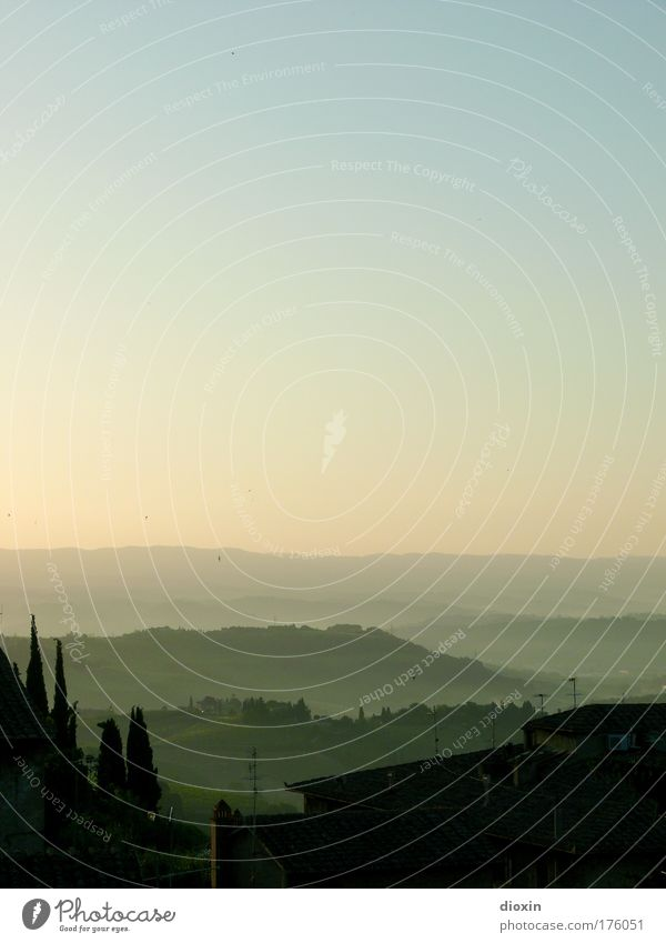 Blick aus dem Fenster Natur Himmel blau Sommer Ferien & Urlaub & Reisen ruhig Erholung Freiheit Landschaft Zufriedenheit braun Umwelt Romantik Lebensfreude