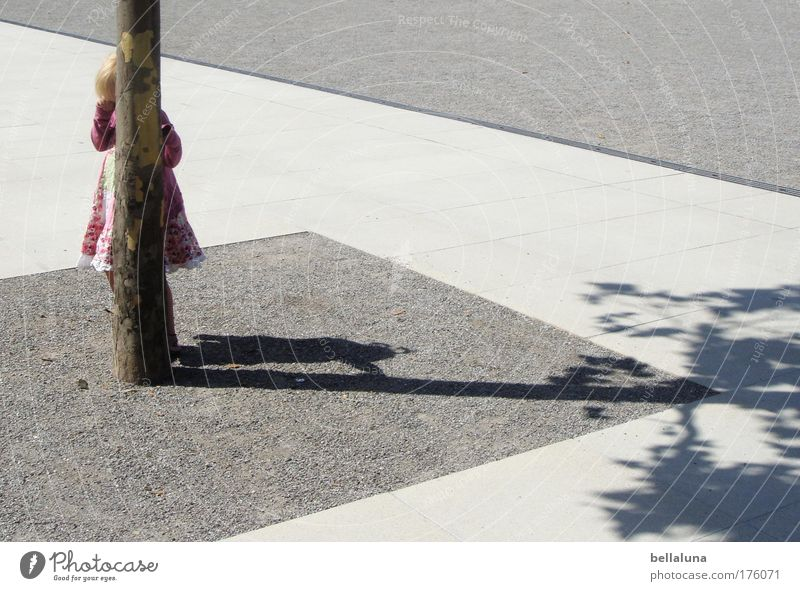 1-2-3-4 Eckstein... Mensch Kind Baum Mädchen Freude Spielen Glück Stimmung Kindheit Fröhlichkeit Asphalt Lebensfreude Baumstamm verstecken 3-8 Jahre Versteck