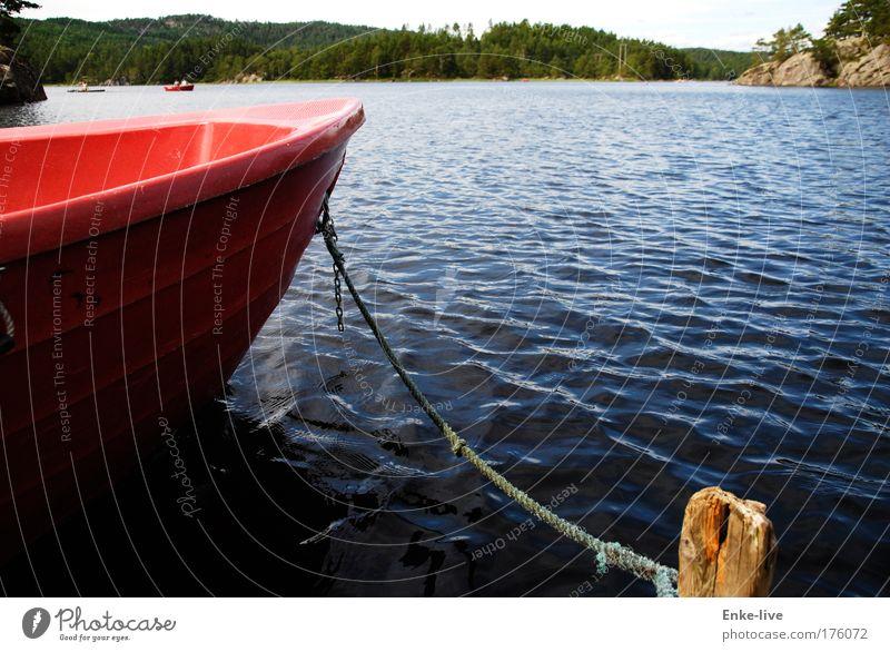 Skogtun 1 Natur blau Wasser schön Ferien & Urlaub & Reisen rot Einsamkeit See träumen Stimmung Zufriedenheit authentisch Wasserfahrzeug Pause fantastisch Seeufer