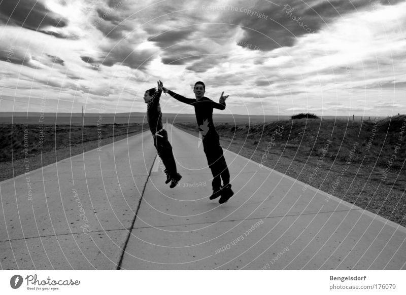 Beam me up Ferien & Urlaub & Reisen Tourismus Ausflug Abenteuer Ferne Freiheit Sportler Mensch 2 Landschaft Gewitterwolken Horizont Unwetter Wüste springen