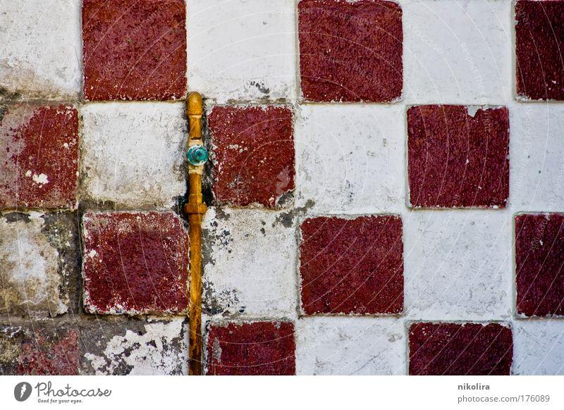 Wand Farbfoto Detailaufnahme Muster Strukturen & Formen Menschenleer Tag Zentralperspektive Mauer Dekoration & Verzierung Beton Backstein alt gelb grau rot weiß