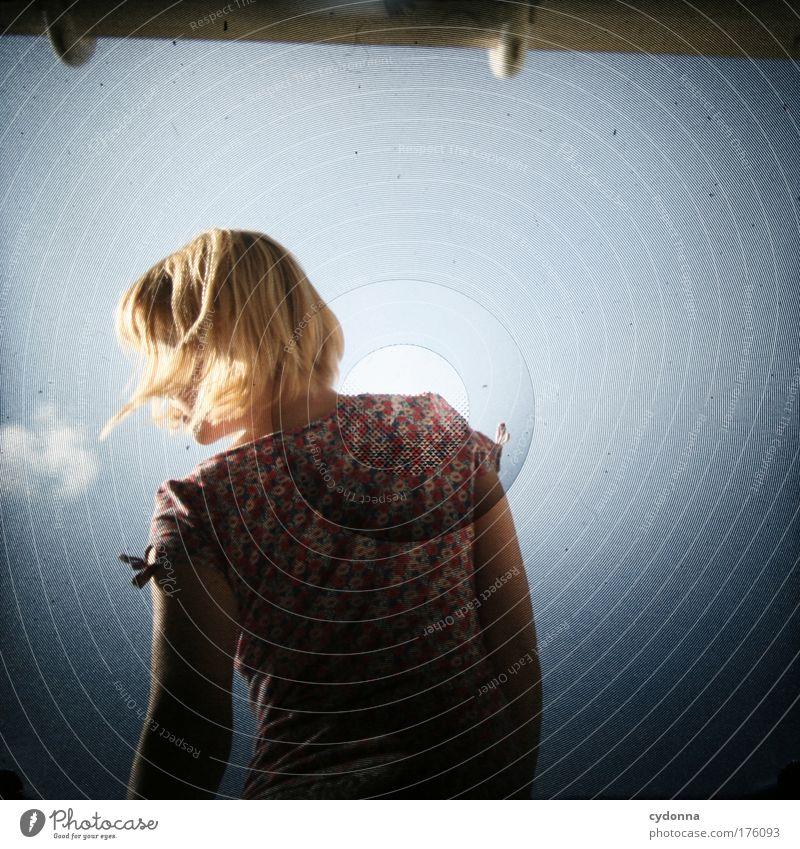 Breathe Frau Mensch Himmel Jugendliche schön Ferien & Urlaub & Reisen Sommer ruhig Erwachsene Leben Gefühle Freiheit Bewegung Traurigkeit träumen Zeit