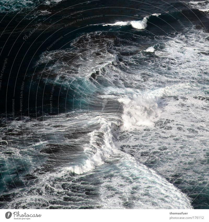 Brandung blau Wasser Ferien & Urlaub & Reisen Meer Sommer Freiheit Bewegung Küste Wellen Kraft Klima Insel gefährlich bedrohlich Schönes Wetter Sturm