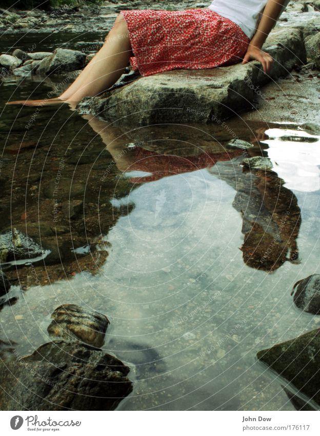 Sitting, Waiting, Wishing Freizeit & Hobby Ferien & Urlaub & Reisen Ausflug Junge Frau Jugendliche Arme Hand Beine Fuß 1 Mensch Wasser Frühling Sommer Flussufer