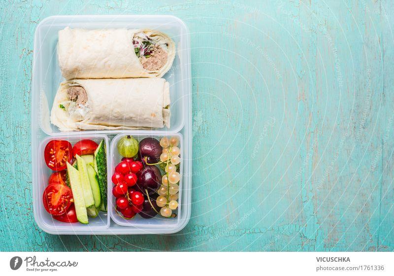 Gesundes Lunch box mit Thunfisch Tortilla Wraps Gesunde Ernährung Foodfotografie Leben Stil Lebensmittel Design Frucht Fisch Gemüse Bioprodukte