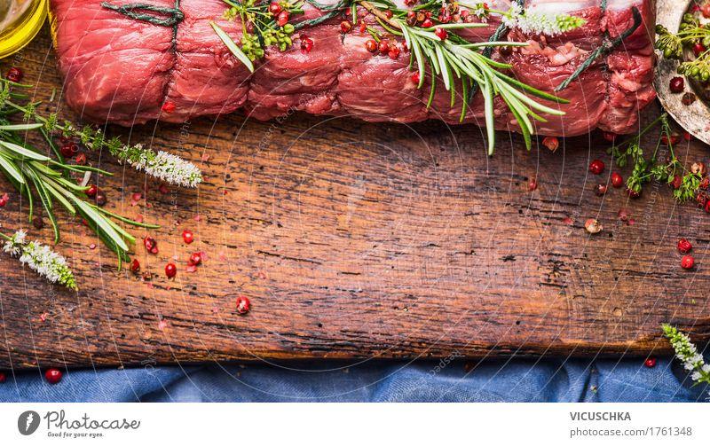 Roastbeef Braten mit Kräutern und Gewürzen zubereiten Foodfotografie Stil Lebensmittel Design Ernährung Tisch Kräuter & Gewürze Küche Restaurant Fleisch