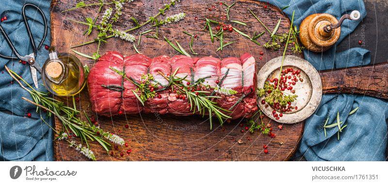 Roastbeef mit Kräutern zubereiten Lebensmittel Fleisch Kräuter & Gewürze Öl Ernährung Festessen Bioprodukte Slowfood Geschirr Stil Design Tisch Küche Restaurant