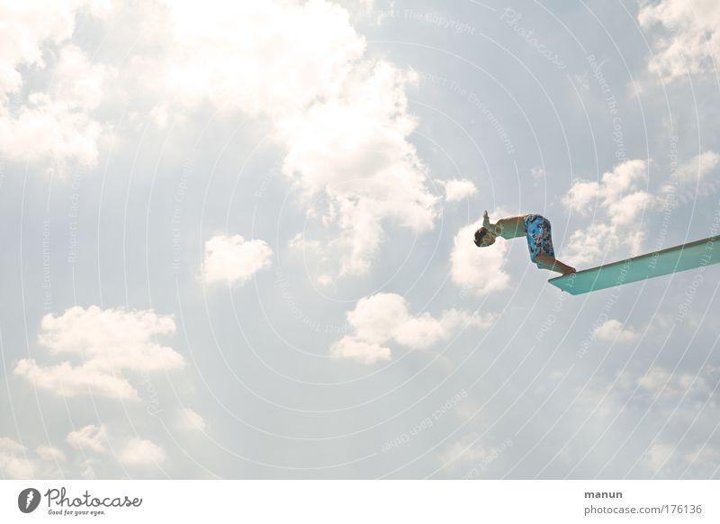 Wagnis Mensch Himmel blau Sonne Ferien & Urlaub & Reisen Sommer Erholung Leben Sport Bewegung springen Wärme Kindheit maskulin Schwimmen & Baden frisch