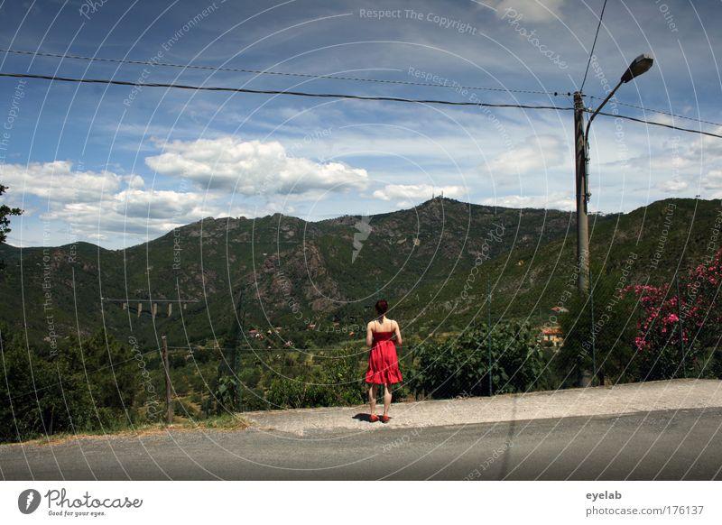 Horizonterweiterung Mensch Himmel Natur Jugendliche Baum rot Ferien & Urlaub & Reisen Blume Wolken Einsamkeit Ferne Straße feminin Berge u. Gebirge Landschaft Umwelt