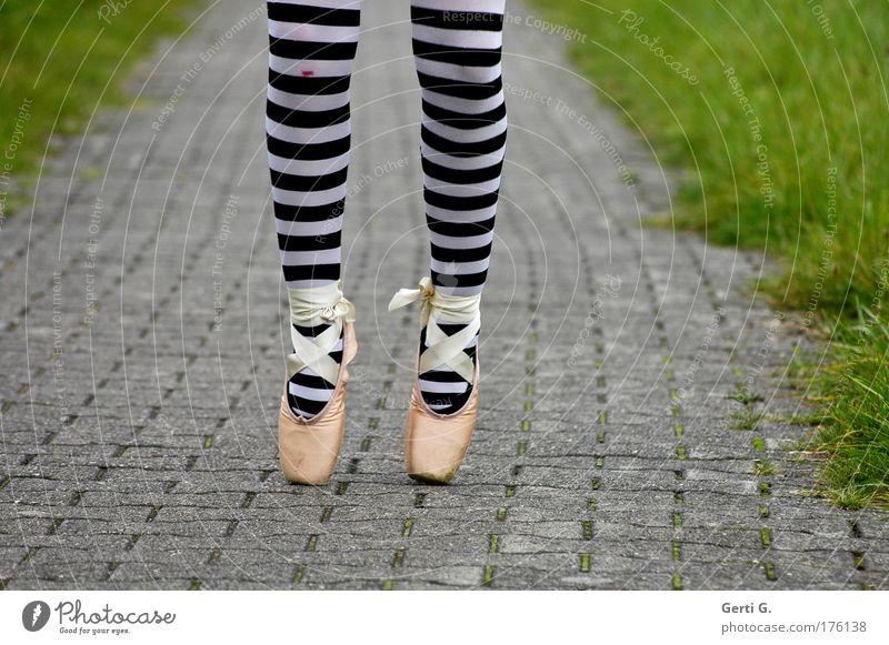 balletös ² Beine Ballettschuhe Wege & Pfade Asphalt Schuhe Balletttänzer Strumpfhose gestreift Ringelstrümpfe extremitäten Sport sportlich stehen