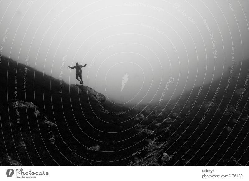 Abenteurer ruhig dunkel Berge u. Gebirge kalt springen Felsen Nebel wandern Abenteuer Alpen Gipfel Suche Hügel Klettern Stillleben Expedition
