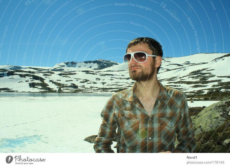 Norway Farbfoto Außenaufnahme Tag Licht Zentralperspektive Porträt Blick nach vorn Ferien & Urlaub & Reisen Tourismus Ausflug Abenteuer Expedition Winter Schnee