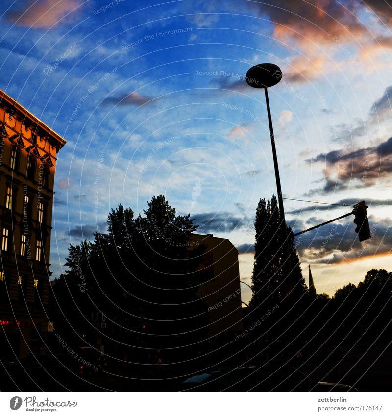 Kleistpark Sommer Haus Wolken Berlin Gebäude Regen Architektur Wetter Gewitter dramatisch Kumulus Gewitterwolken Dramatik Sommerabend drohend
