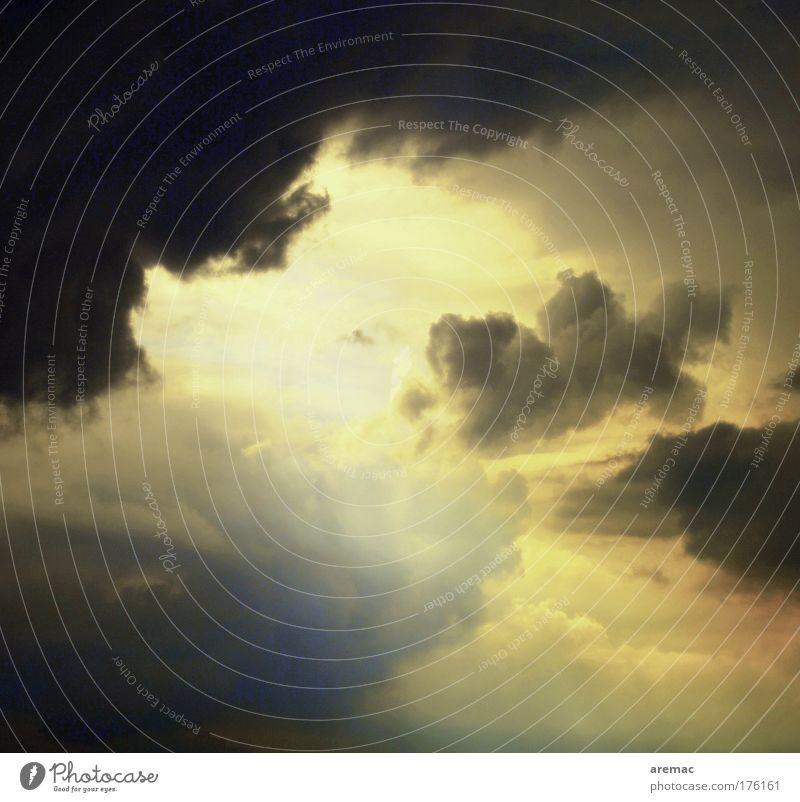 Gewitterwolken Himmel Sonne blau schwarz Wolken gelb Gefühle Wetter Surrealismus schlechtes Wetter nur Himmel