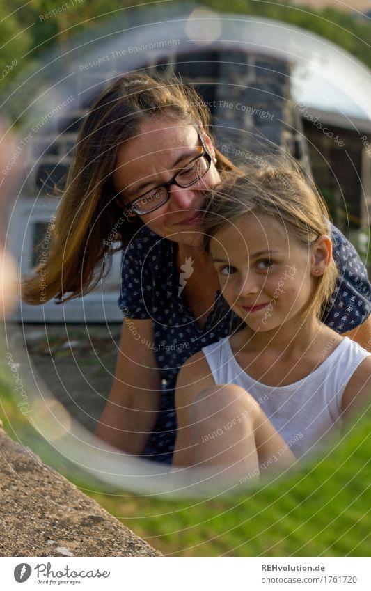 S2 Mensch feminin Kind Frau Erwachsene Mutter Familie & Verwandtschaft Kindheit 3-8 Jahre Umwelt Natur Sommer Garten Park Wiese sitzen Freundlichkeit