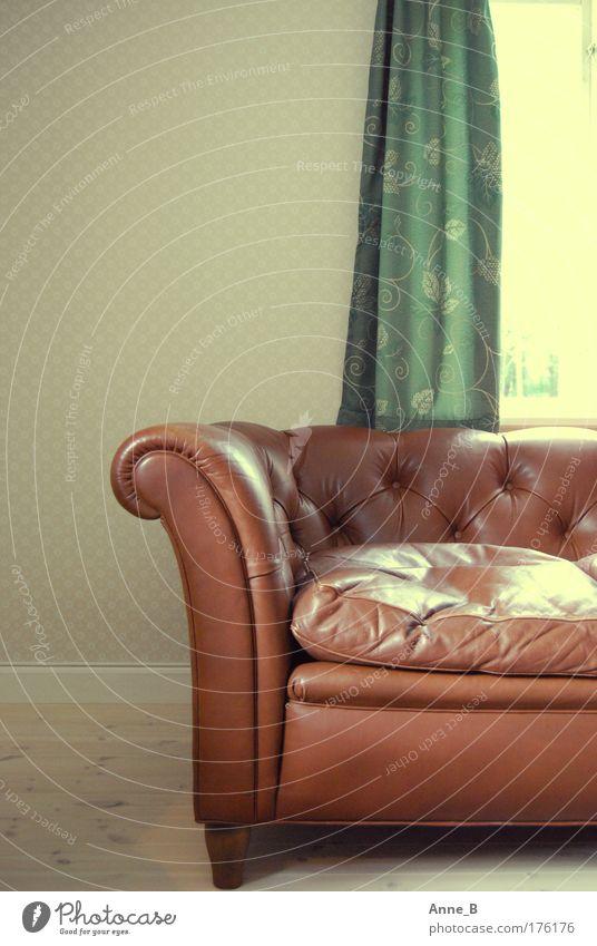 Chefcouch schön alt grün ruhig gelb Erholung Fenster Holz Wärme Zufriedenheit braun Raum Wohnung Coolness retro Dekoration & Verzierung