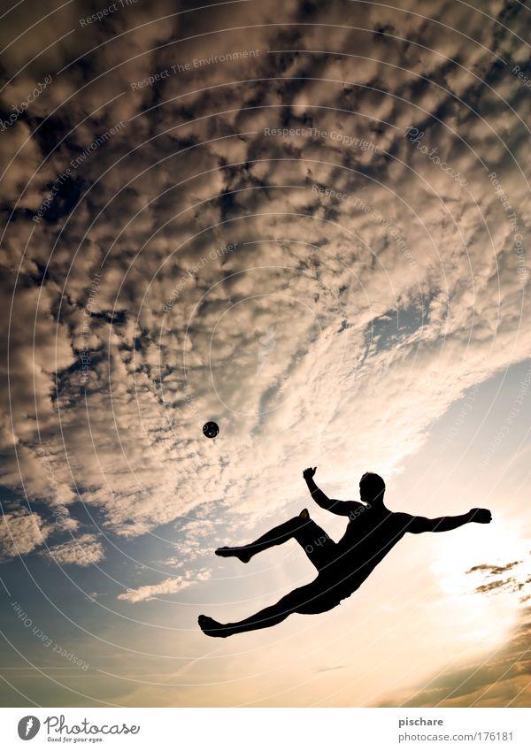 Sepak Takraw I Himmel Freude Wolken Sport Spielen Freiheit Bewegung springen Aktion sportlich treten Ballsport Silhouette