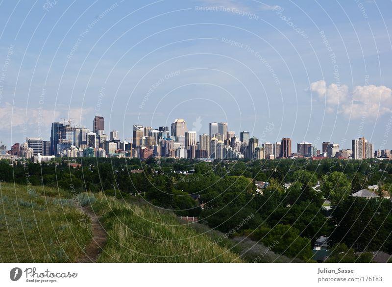 Skyline Farbfoto Außenaufnahme Umwelt Natur Landschaft Himmel Wolken Calgary Calgary Tower Kanada Hochhaus Stadt