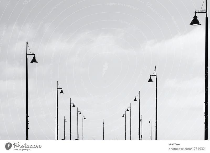 Belichtung Energiewirtschaft Himmel Schönes Wetter leuchten Lampe Laterne Straßenbeleuchtung venice beach Los Angeles Anlegestelle graphisch Schwarzweißfoto