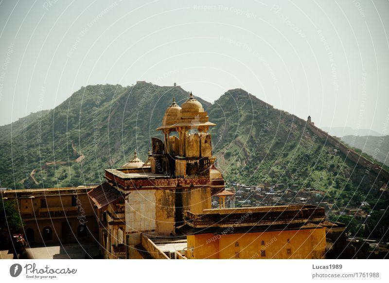 Amber Fort in Jaipur Natur Ferien & Urlaub & Reisen Stadt grün Baum Landschaft Ferne Berge u. Gebirge gelb Architektur Gras Gebäude Felsen Tourismus Ausflug