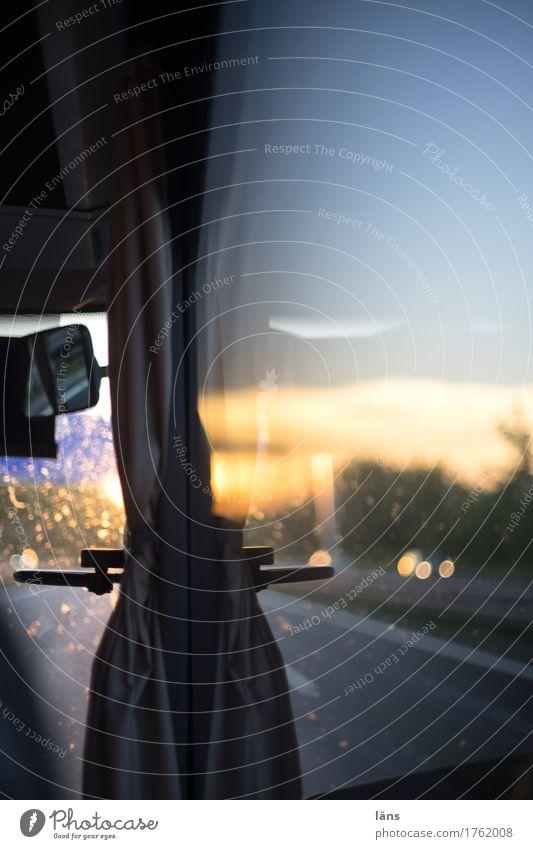 Photocase Tag l Rückreise Ferien & Urlaub & Reisen Straße Wege & Pfade Verkehr fahren Mobilität Verkehrswege Personenverkehr Bus Verkehrsmittel Busfahren