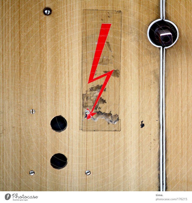 Mutprobe Straßenbahn Vorsicht Hochspannung Verkleidung Karton Holzimitat Loch Schraube Pfeil Innenausstattung Adjektive Öffentlicher Personennahverkehr Etikett