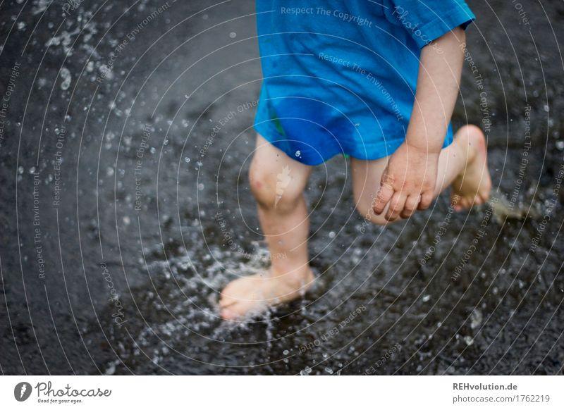 klangfarbe | pitschpatsch Mensch Kind Sommer Wasser Hand Freude Beine Junge Spielen klein Glück Fuß springen Regen maskulin Zufriedenheit