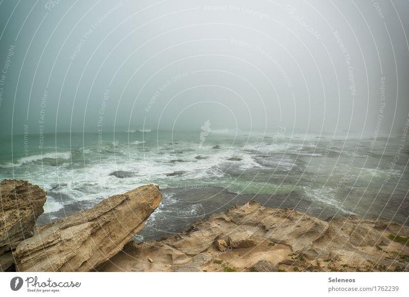 Nebel am Horizont Ausflug Abenteuer Ferne Strand Meer Umwelt Natur Landschaft Wasser Felsen Wellen Küste Fernweh Einsamkeit Ferien & Urlaub & Reisen Tourismus