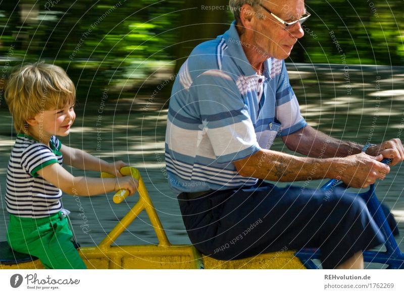 bester opa   rasant unterwegs Mensch Kind Natur Mann alt Freude Wald Umwelt Senior lustig Bewegung Junge Spielen klein Glück maskulin