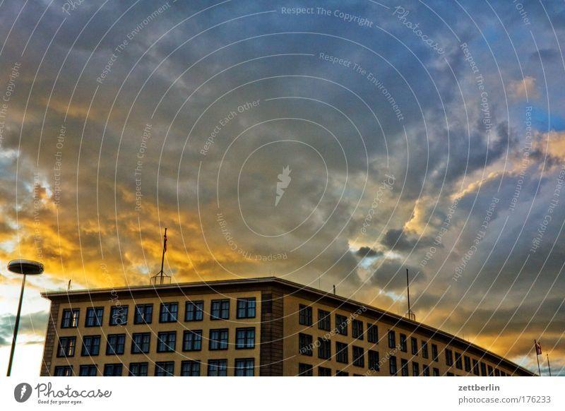 Gewitter Sommer Haus Wolken Berlin Gebäude Regen Architektur Wetter Gewitter dramatisch Kumulus Gewitterwolken Dramatik Sommerabend drohend