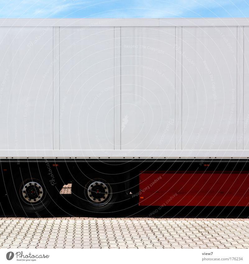 Jedem sein Laster Himmel weiß rot Straße hell Metall Energie Verkehr frisch Industrie modern Ordnung Güterverkehr & Logistik authentisch einfach gut