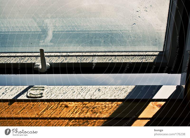 ridere flereque prope sunt Sonne Fenster Traurigkeit Luft Regen Wetter Klima frisch Wassertropfen Sehnsucht Langeweile Fensterscheibe Fernweh Gegenteil Dachboden aufmachen