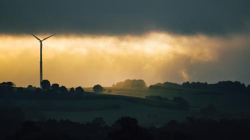 Energie grün Sonne Landschaft Wolken Umwelt gelb natürlich Metall Energiewirtschaft modern Idylle Wind Zukunft Klima Hügel