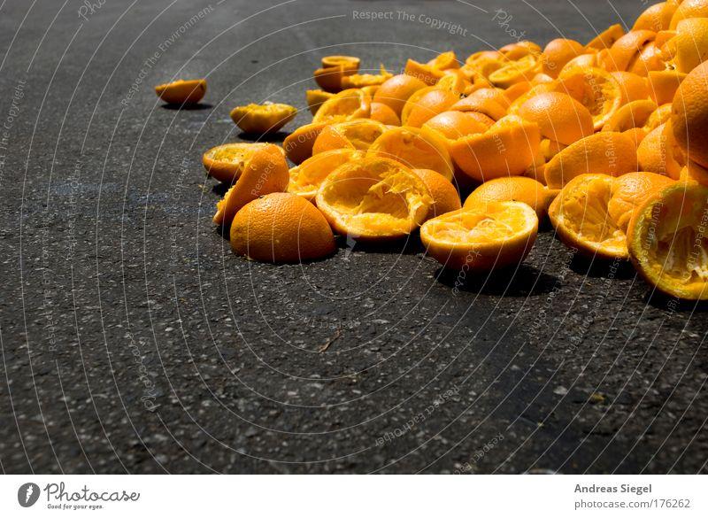 Orangensaft Erholung schwarz gelb Straße Lifestyle grau außergewöhnlich Feste & Feiern Lebensmittel Frucht frisch Orange verrückt genießen Getränk lecker