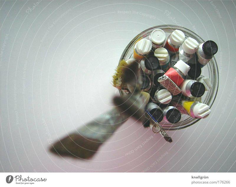 Sei kreativ! Farbfoto Studioaufnahme Menschenleer Textfreiraum links Hintergrund neutral malen Künstler Kunstwerk Gemälde Tube Pinsel Künstlerfarben braun gelb