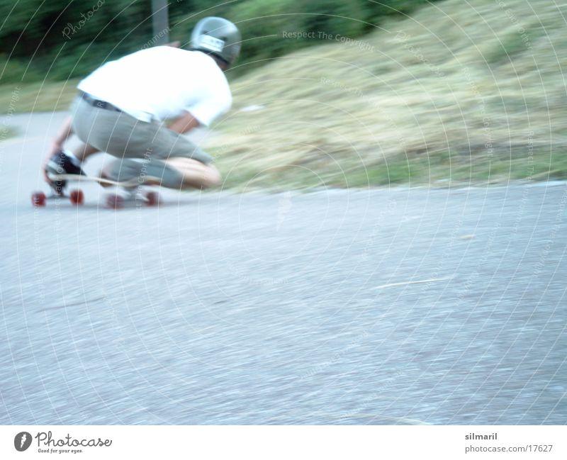 In action III Skateboarding Aktion Freizeit & Hobby Geschwindigkeit Asphalt Helm Sport longboarden fun Jeanshose Rolle Coolness