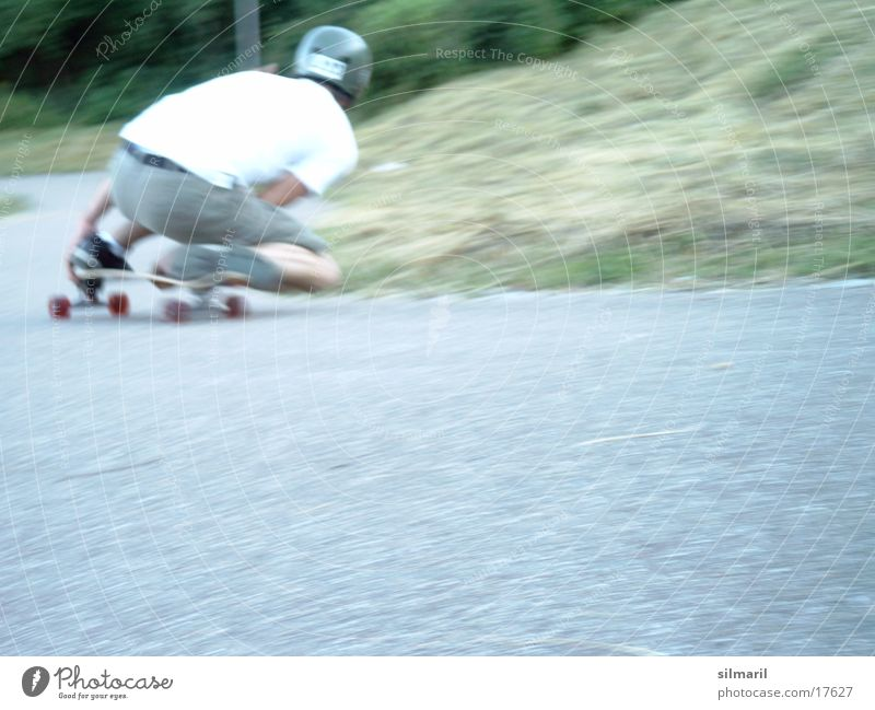 In action III Sport Geschwindigkeit Aktion Coolness Jeanshose Freizeit & Hobby Asphalt Skateboarding Skateboard Rolle Helm Bekleidung