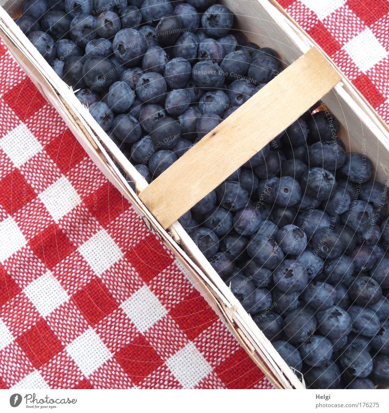 Ordnung muss sein... Natur blau weiß rot klein Gesundheit braun Frucht natürlich Lebensmittel frisch Ernährung süß Vergänglichkeit genießen Appetit & Hunger