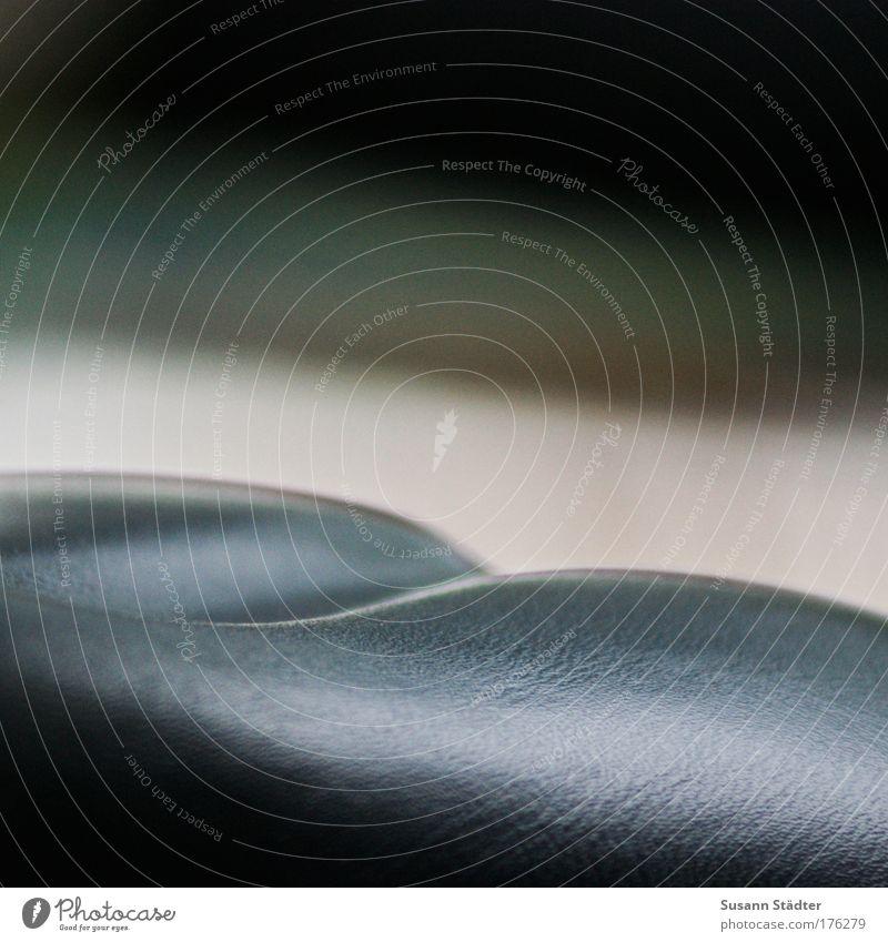 Rundung schwarz Furche Leder Bildausschnitt Anschnitt Fahrradsattel Sattel