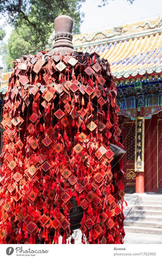 so viele Wünsche... Tempel Glücksbringer Zeichen Schriftzeichen Ornament Schilder & Markierungen rot Religion & Glaube Buddhismus Farbfoto Außenaufnahme