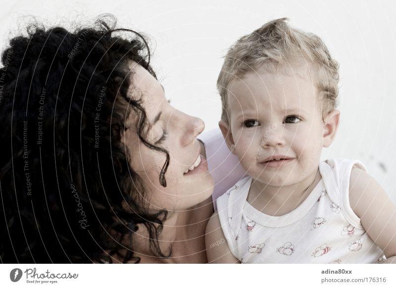 Keine Sorgen Familie & Verwandtschaft Mensch Kind Jugendliche Eltern Erwachsene Liebe feminin Gefühle Glück Zusammensein Kindheit Zufriedenheit natürlich Sicherheit Mutter