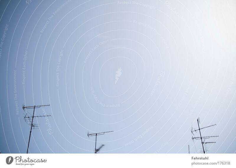 Terrestrisch Himmel blau Fernsehen Telekommunikation Antenne Symmetrie