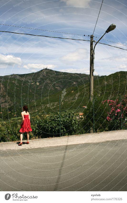 Horizonterweiterung (2) Mensch Himmel Natur Jugendliche Baum Pflanze rot Ferien & Urlaub & Reisen Blume Wolken Einsamkeit Ferne Straße feminin Berge u. Gebirge